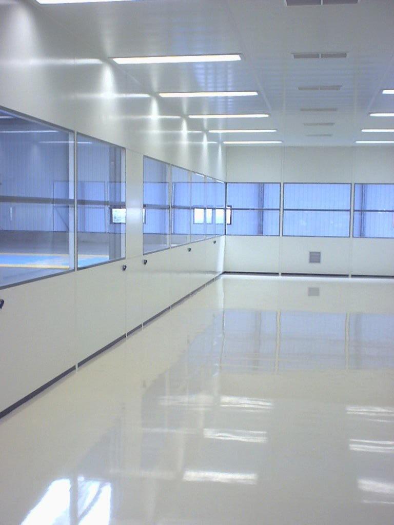 Cloisons de salle blanche qui forment une salle propre pour une entreprise industrielle